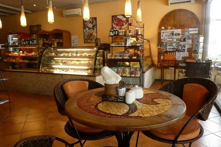 Café Moka Seminyak 店内
