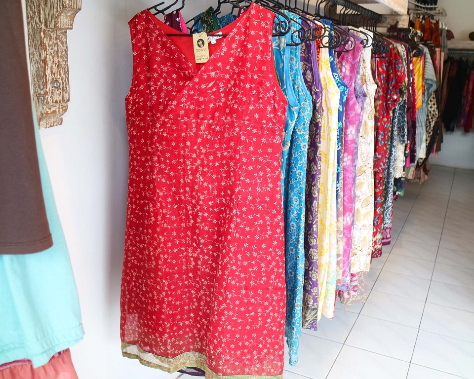 ドゥニア オリジナル・デザインの服